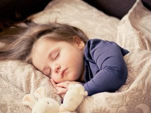baby-schläft-nachtlicht